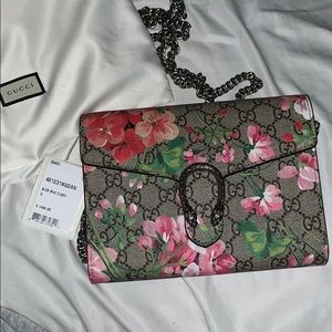 Gucci bloom wallet on chain